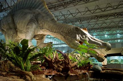 スピノサウルス実物大巨大模型.jpg